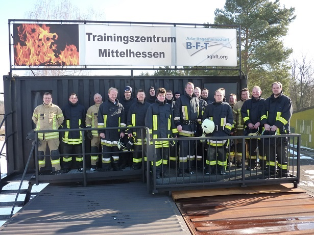 Teilnehmergruppe vor dem Training